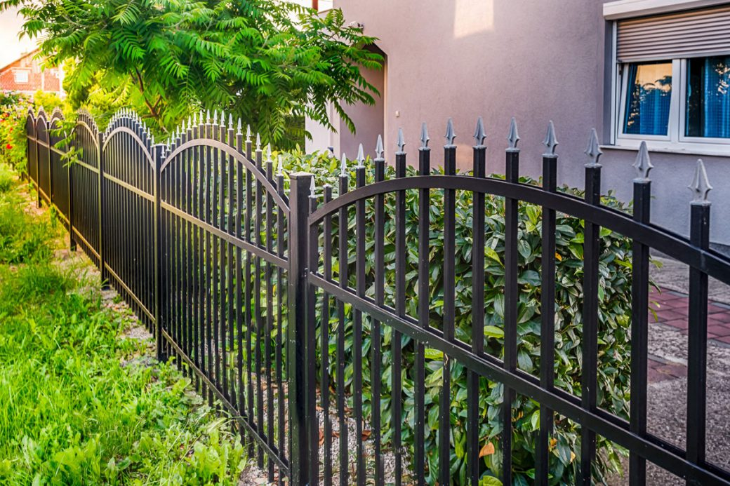 Can Homeowners' Association Board Restrict Fences?
